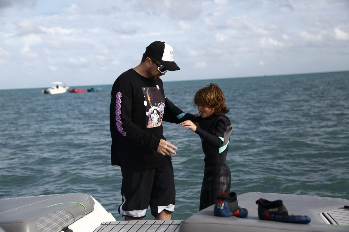 Kitesurfing, Miami, Juanes